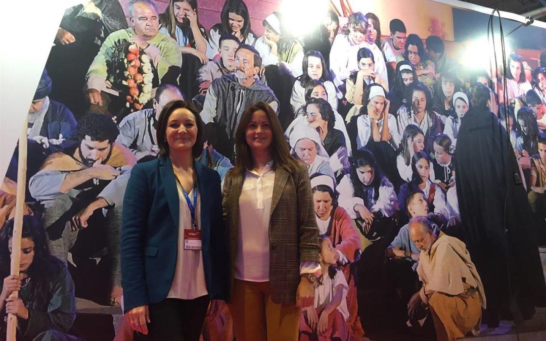La alcaldesa, Silvia Mellado junto a la delegada Rafi Crespin en Fitur 2016