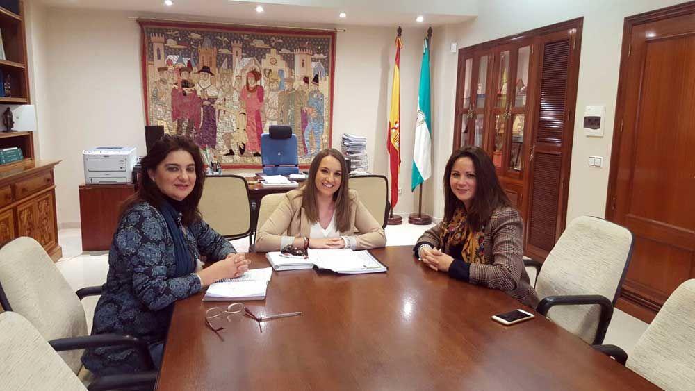 La delegada de Educación trata con la alcaldesa de Fuente Obejuna la ampliación de plazas en la Escuela Infantil Virgen de Gracia 1