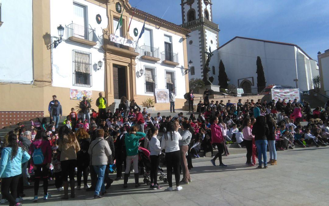Niños y jovenes en la plaza