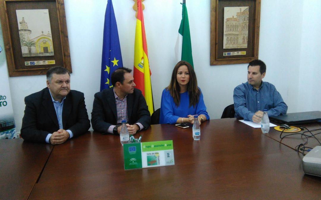 Manuel García, director general de desarrollo rural informa en Fuente Obejuna, de la nueva convocatoria de ayudas para los seis municipios de la comarca que supera los cuatro millones de Euros. 1