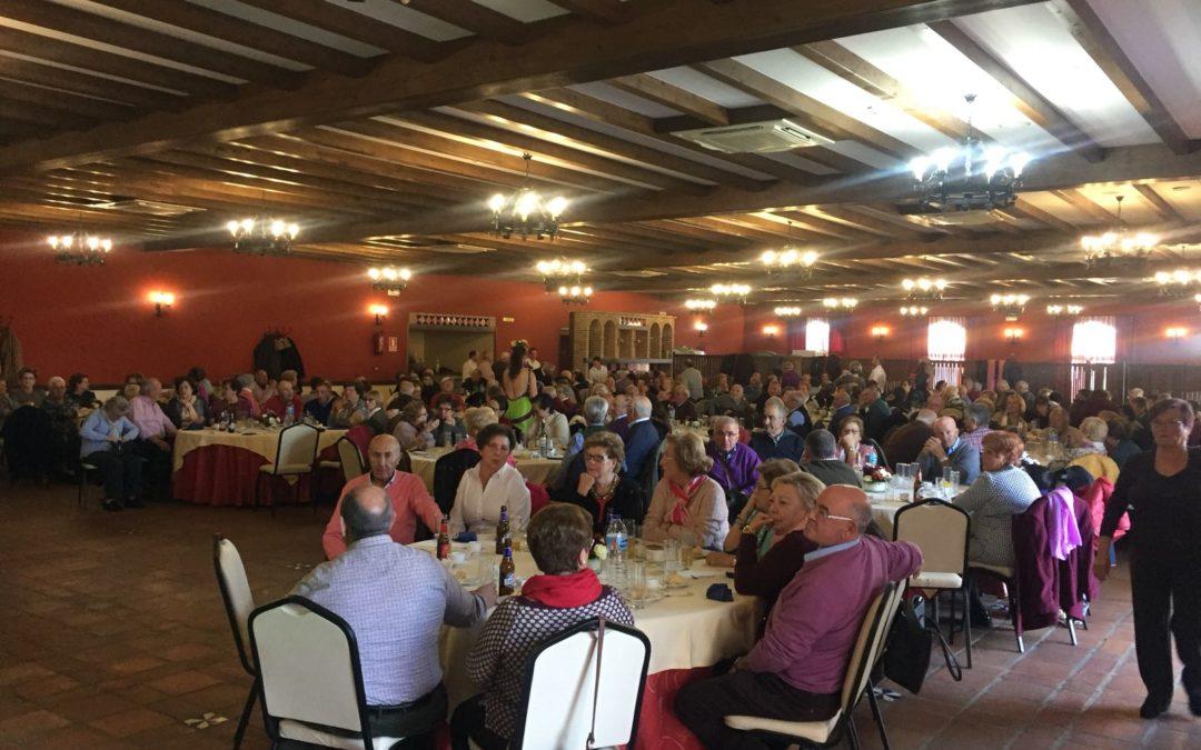 """Finalizan """"Los jueves de ocio"""" en Fuente Obejuna con una comida de convivencia a la que asisten más de 200 personas 1"""