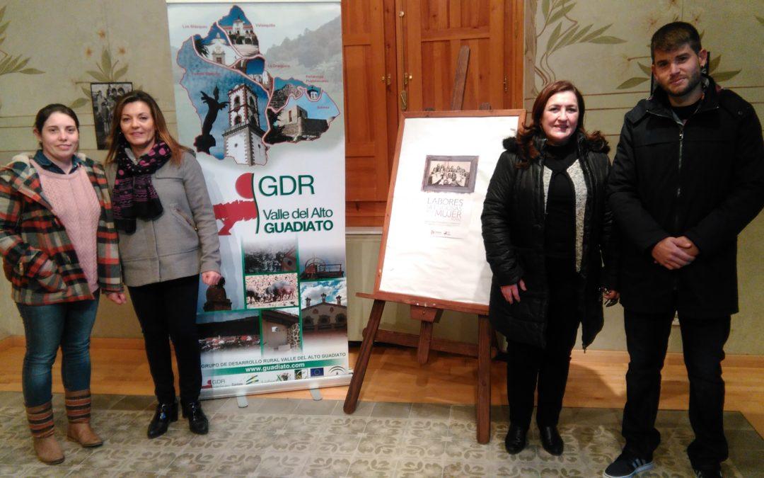 """La muestra fotográfica """"Las labores silenciosas de la mujer rural"""" inaugurada en Fuente Obejua está compuesta de unas cien fotografías 1"""
