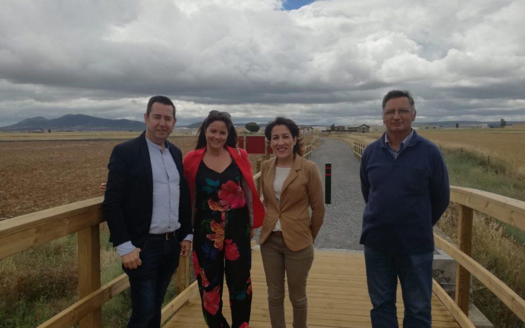 Auxiliadora Pozuelo, Diputada de Medio Ambiente, visita junto a la Alcaldesa Silvia Mellado la vía verde de Fuente Obejuna 1
