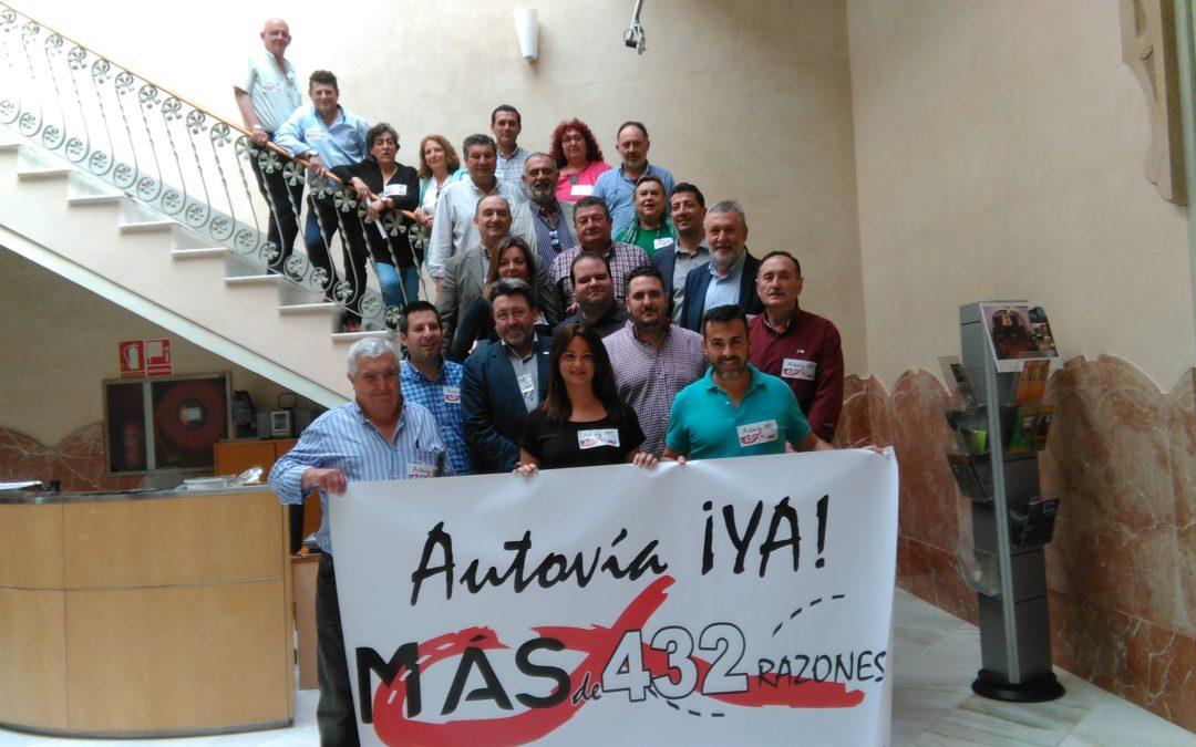 Los alcaldes del Guadiato y de la Campiña de Extremadura presentan el manifiesto pro autovía A-81 y convocan el primer corte de carreteras en Fuente Obejuna para el 29 de Junio 1