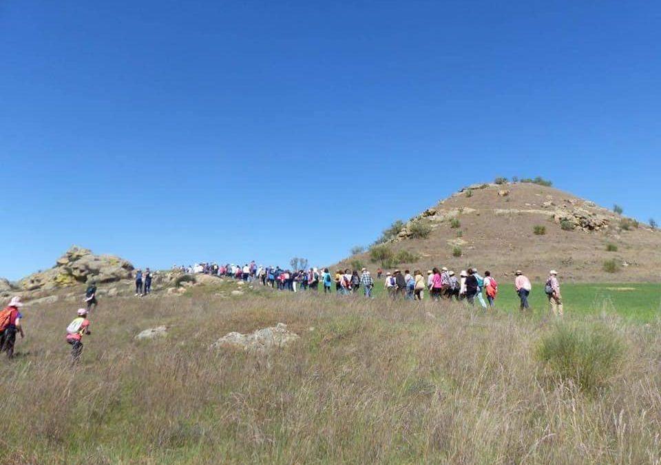 Más de cien personas participan en la excursión de Kalendas para conocer los restos de la Mellaria romana