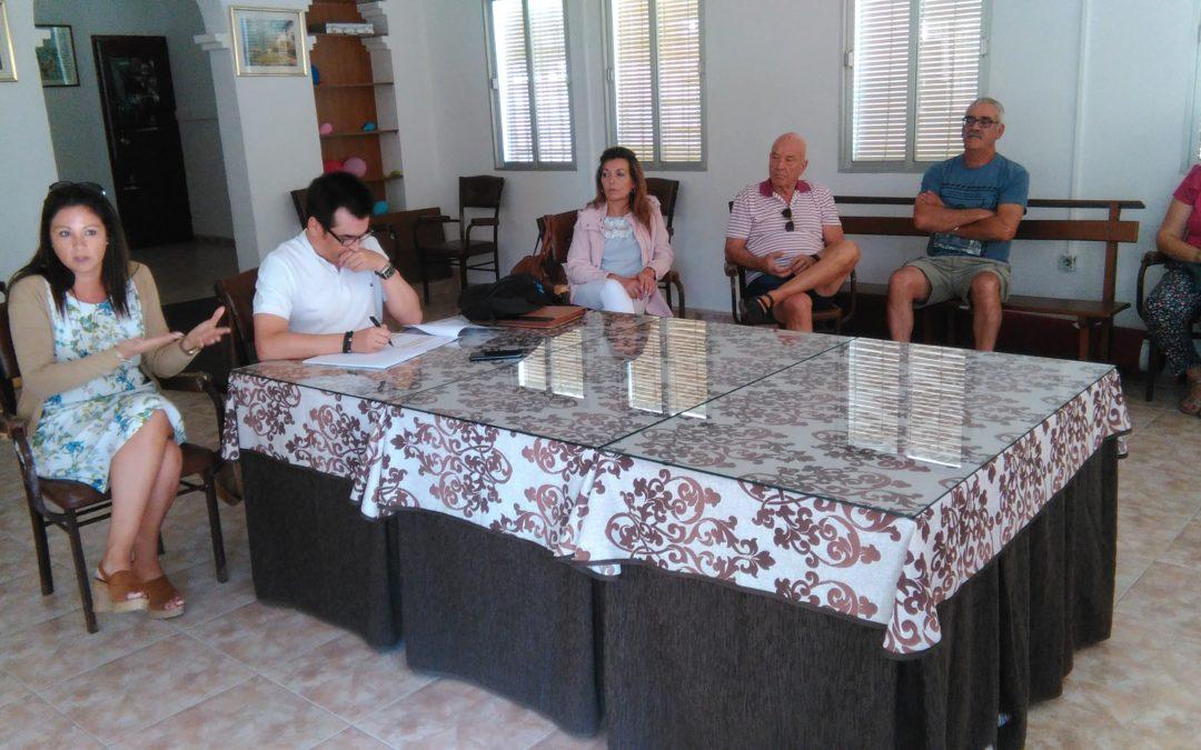 La alcaldesa de Fuente Obejuna Silvia Mellado se reúne con los vecinos de Cardenchosa y Los Morenos para informarles de las soluciones al problema de recepción de la señal de televisión 1
