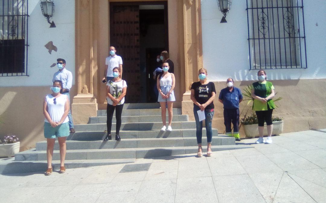 En Fuente Obejuna se ha guardado un minuto de silencio en memoria de los fallecidos por la pandemia ocasionada por el COVID-19 1