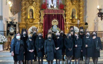 La Hermandad del Nazareno ofreció una Ofrenda floral al Santísimo el Jueves Santo.