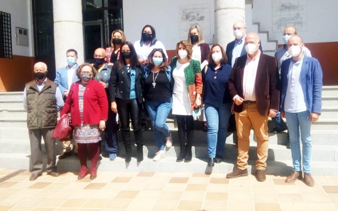 Susana Díaz mantiene una reunión de trabajo con Silvia Mellado en el Ayuntamiento de Fuente Obejuna