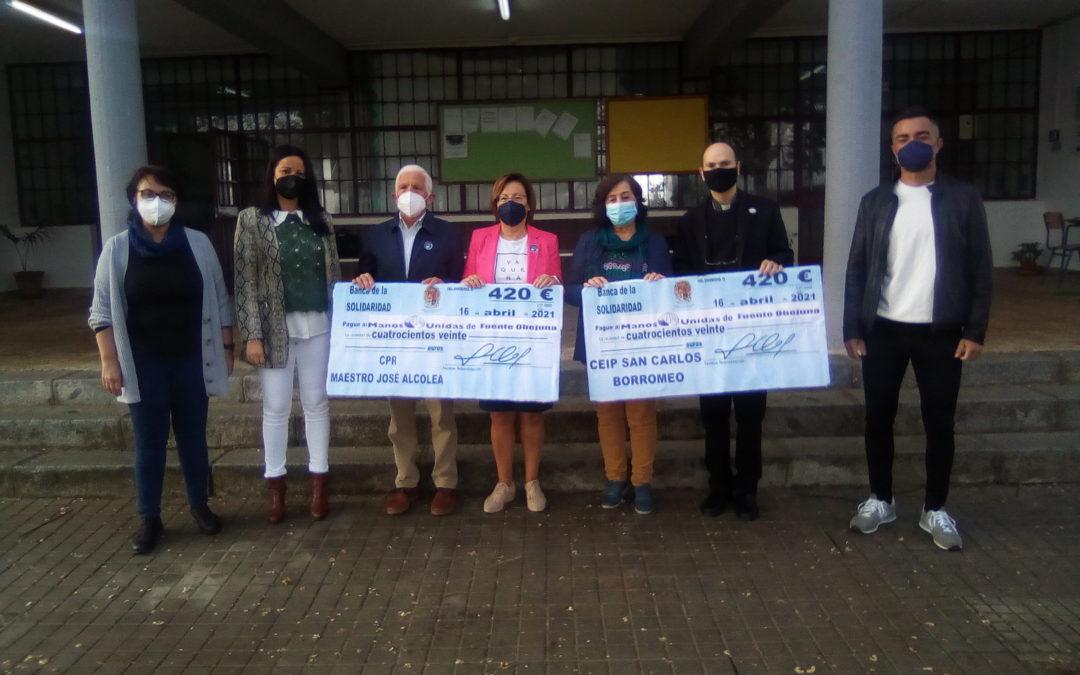 Silvia Mellado entrega sendos cheques a los Colegios de Fuente Obejuna que van para Manos Unidas y su Campaña contra el Hambre